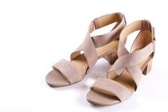 La vista superior del medio femenino de moda se inclinó los zapatos de cuero del ` s de las mujeres de colores en colores pastel  Imagenes de archivo