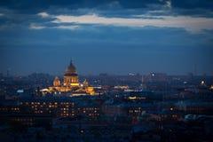 La vista superiore sulla città di notte Fotografie Stock