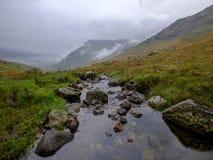 La vista verso Snowdon dal Penna-Y-passaggio vicino, Galles fotografia stock libera da diritti