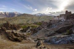 La vista vista aerea del monastero di Lamayuru di bella di alluna, fondo himalayano della montagna, Ladakh, il Jammu e Kashmir, I Immagini Stock Libere da Diritti