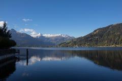 La vista a Zell considera el lago Zell y Kitzsteinhorn Imágenes de archivo libres de regalías