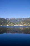 La vista a Zell considera el lago Zell y Kitzsteinhorn Imagen de archivo libre de regalías