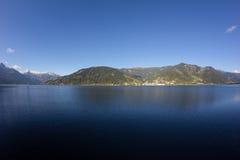 La vista a Zell considera el lago Zell y Kitzsteinhorn Foto de archivo libre de regalías