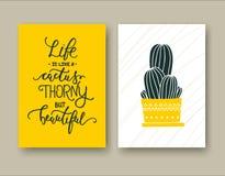 La vita è come un cactus spinoso ma bello un insieme di due schede immagini stock libere da diritti