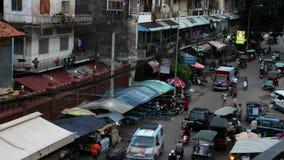 La vita di via in città concentrare Phnom Penh archivi video
