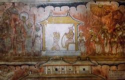 La vita variopinta della persona reale ed i servi sull'affresco antico del I secolo BC scavano il tempio di Buddha fotografia stock libera da diritti