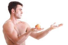 La vitamina o las píldoras arrastra al hombre de los suplementos de las cajas de la tableta aislado Imagen de archivo libre de regalías