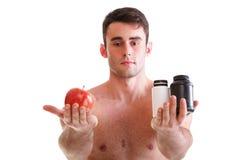 La vitamina o las píldoras arrastra al hombre de los suplementos de las cajas de la tableta aislado Imagen de archivo