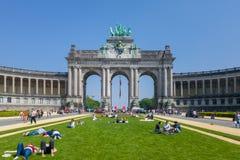 La voûte triomphale et les musées de Cinquantenaire à Bruxelles photos libres de droits