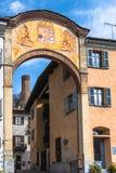 La voûte d'entrée dans le d'Alba de Corneliano, Italie images libres de droits