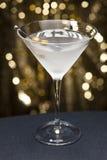 La vodka martini con oliva guarnisce Immagine Stock Libera da Diritti