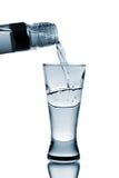 La vodka vierte en el vidrio Imagen de archivo libre de regalías