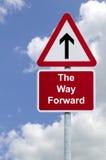 La voie avant signent dedans le ciel images stock