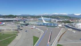 La voie de la formule 1 à Sotchi, le village olympique à Sotchi Chantier de stade pour emballer près de la ville et des montagnes Photo stock