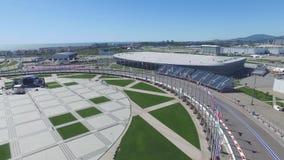 La voie de la formule 1 à Sotchi, le village olympique à Sotchi Chantier de stade pour emballer près de la ville et des montagnes Photographie stock