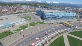 La voie de la formule 1 à Sotchi, le village olympique à Sotchi Chantier de stade pour emballer près de la ville et des montagnes Photographie stock libre de droits