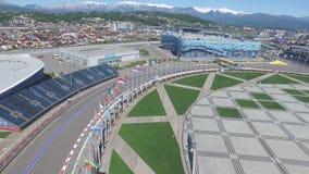La voie de la formule 1 à Sotchi, le village olympique à Sotchi Chantier de stade pour emballer près de la ville et des montagnes Images libres de droits