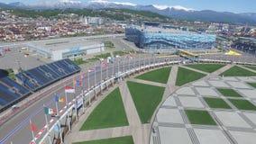 La voie de la formule 1 à Sotchi, le village olympique à Sotchi Chantier de stade pour emballer près de la ville et des montagnes Photos stock