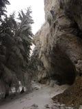 La voie par les roches image libre de droits