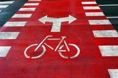 La voie pour bicyclettes se connectent la rue photo libre de droits