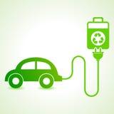 La voiture électrique a chargé par un concept de cellules d'eco Photographie stock libre de droits