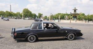 La voiture avec le changement du dégagement, sous le contrôle du d photo stock