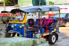 La voiture célèbre de transport de tuk-tuk photo stock