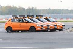 La voiture d'aérodrome me suivent à l'aéroport de Domodedovo Images libres de droits