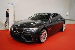 La voiture d'une classe de la meilleure qualité de BMW 7er F01/F02 avec l'accord de Mansory à une exposition dans le ` d'expo de  Photographie stock libre de droits