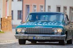 La voiture de Chevrolet d'Américain sur une exposition d'oldtimer dans l'altentreptow Allemagne à peut 2015 Photo stock