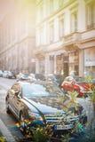 La voiture de luxe de Mercedes-Benz CLS a garé sur une rue dans les Frances Photo libre de droits