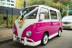 La voiture de mariage de Volkswagen de vintage Photographie stock libre de droits