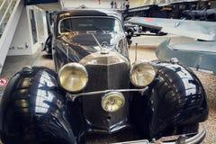 La voiture de Mercedes Benz 540 K à partir de 1939 employée par solides solubles-Obergruppenfuhrer Karl Hermann Frank se tient da Photo libre de droits