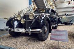 La voiture de Mercedes Benz 540 K à partir de 1939 employée par solides solubles-Obergruppenfuhrer Karl Hermann Frank se tient da Photos stock