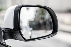 La voiture de sideview de miroir photo stock