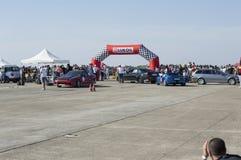 La voiture de sport de bleu abaisse du circuit de course sur le ` de Resinge photo libre de droits