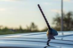 La voiture de tourisme moderne est sur la route Photographie stock libre de droits