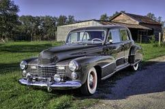 La voiture 1941 de vintage a garé sur une route rurale du Texas Image libre de droits
