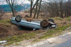 La voiture est entrée dans un accident sur la route image libre de droits