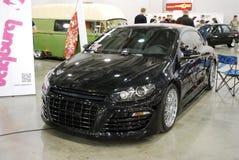 La voiture noire de Volkswagen Scirocco dans le ` d'expo de crocus de `, 2012 moscou Photo stock