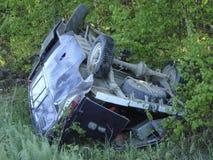 La voiture qui a abaissé un fossé en raison de l'accident photo libre de droits