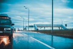 La voiture sous la pluie Image libre de droits