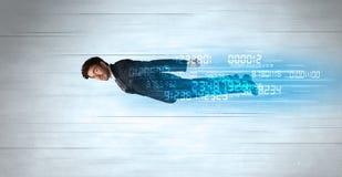 La volata dell'uomo d'affari eccellente velocemente con i dati numera a sinistra dietro Fotografie Stock