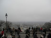 La vue à travers la ville de Paris ur de Sacré-CÅ « , Paris images libres de droits