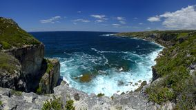La vue à vers le large de St George Light House dans Jervis Bay National Park, NSW, Australie de cap photo libre de droits