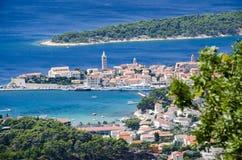 La vue à la ville et à la mer des whis d'endroit est ci-dessus et loin de ceci image libre de droits