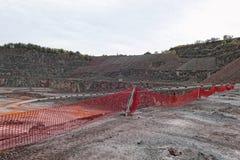 La vue aérienne dans une mine de carrière de porphyre bascule photographie stock libre de droits