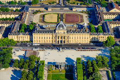 La vue aérienne de la défense nationale de DES Hautes d'institut étudie d'Eiffel Towe Images stock