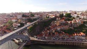 La vue aérienne des vieux DOM luis de ville et de pont de Porto I au-dessus de la rivière de Douro, Portugal 17 peut 2017 clips vidéos