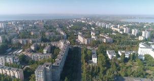 La vue aérienne du secteur de dortoir de la ville d'Odessa a appelé Poselok Kotovskogo banque de vidéos